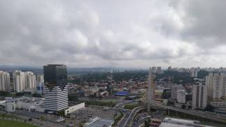 Previsão do tempo - nublado nuvem de chuva