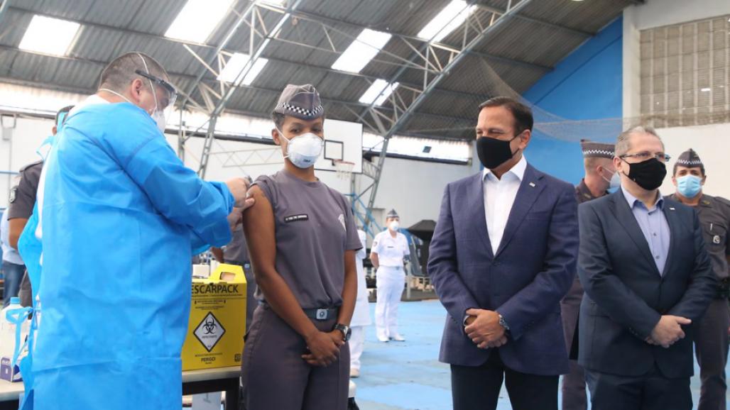 Doria acompanha vacinação AcademiaPM (Foto: Divulgação/ Governo de SP)
