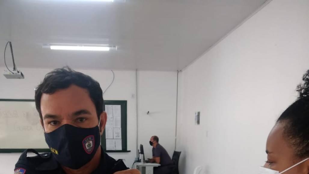profissionais de segurança de pinda recebem vacina em taubaté (Prefeitura de Pindamonhangaba / Divulgação)
