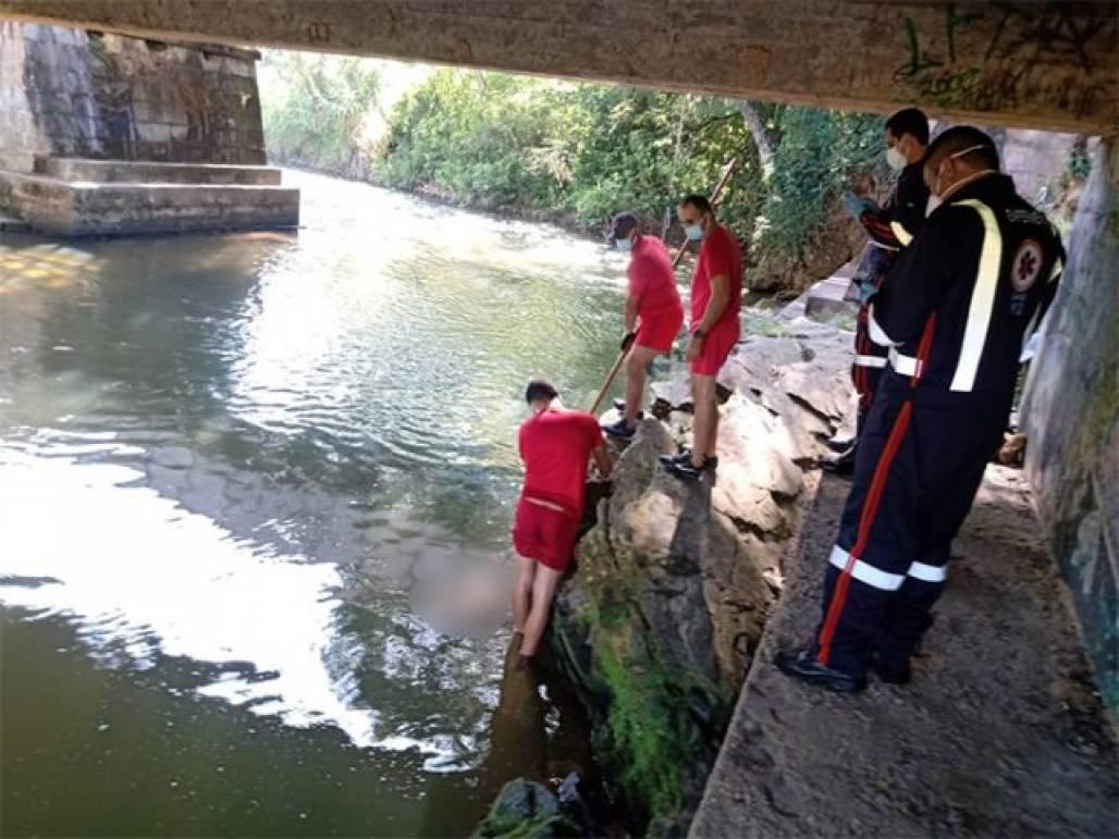 homem morre no rio piracuama em Pinda (Foto: Divulgação/Corpo de Bombeiros)