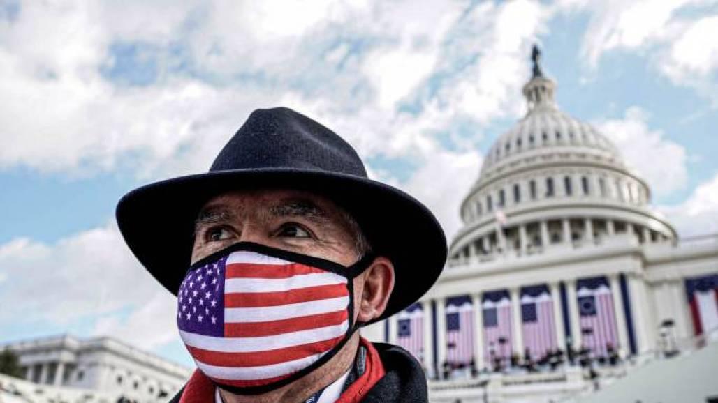 Kevin Lamarque - Reuters - Máscaras (Kevin Lamarque / Reuters)