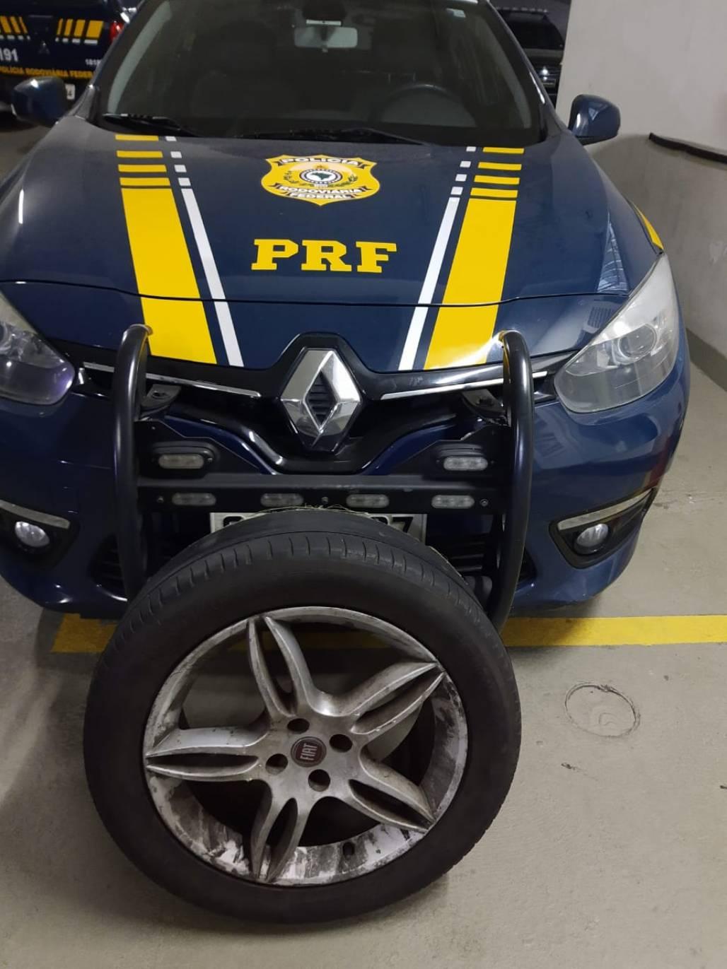 Pneu roubado - Imagem de PRF (Imagem / PRF)