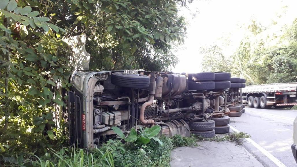 Acidente Rio-Santos Ubatuba (Reprodução/Tcheller Notícias)