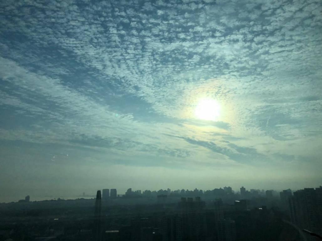 sol entre nuvens - 27/05/2021 (Foto: Julia Lopes/Portal Meon)