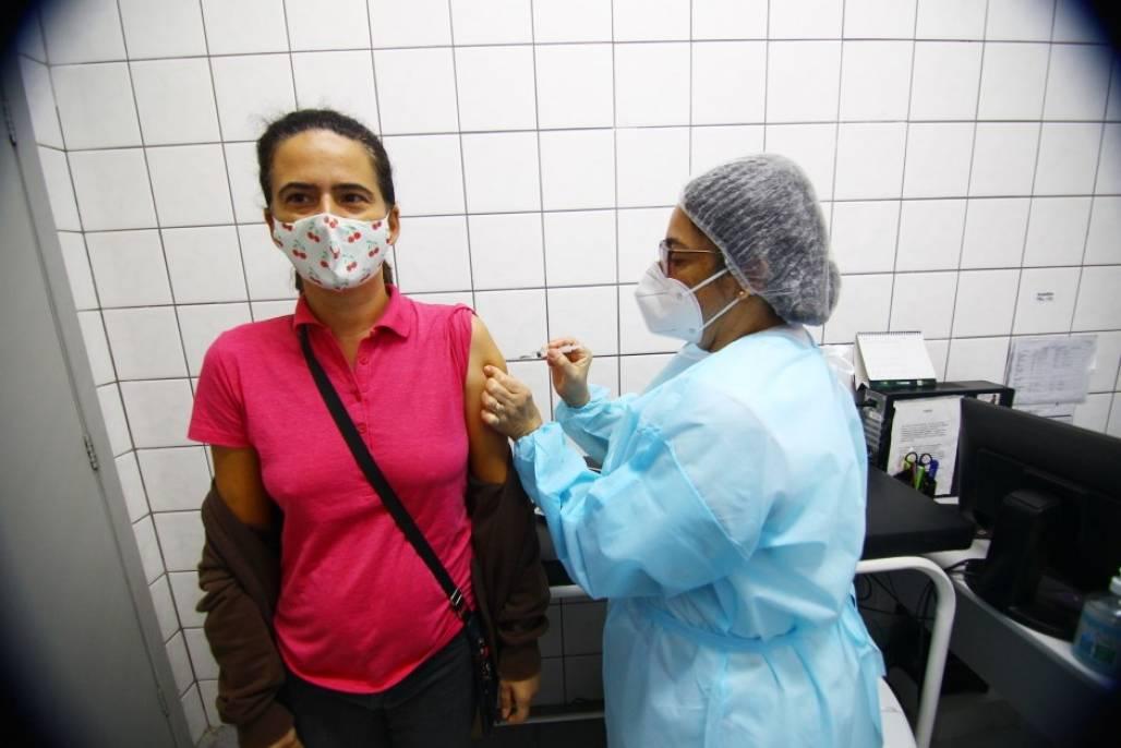 vacinação em sjc - foto de cláudio vieira pmsjc (Cláudio Vieira / PMSJC)
