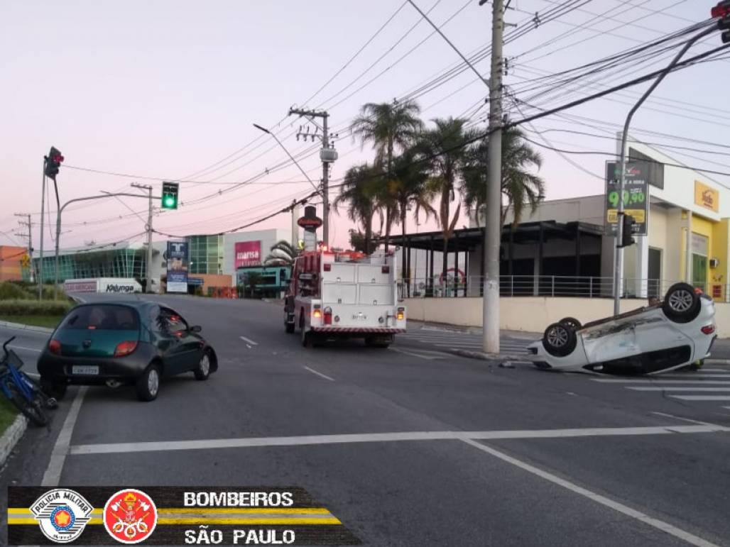 acidente de transito taubaté  (Foto: Divulgação/ Corpo de Bombeiros)