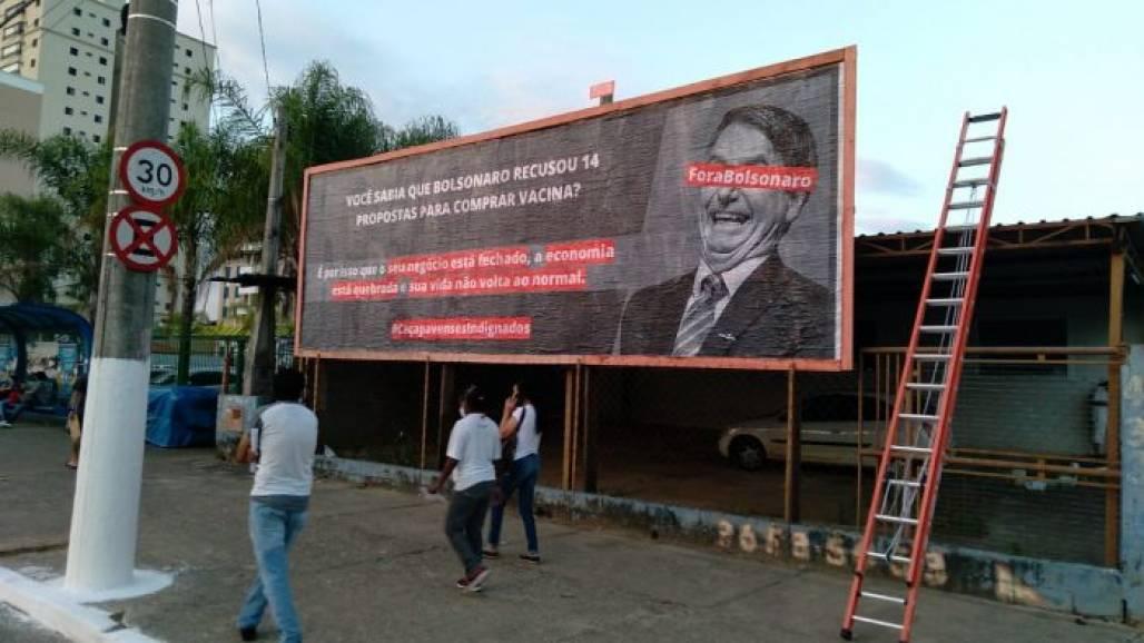 Outdoor contra Bolsonaro em Caçapava (Reprodução)