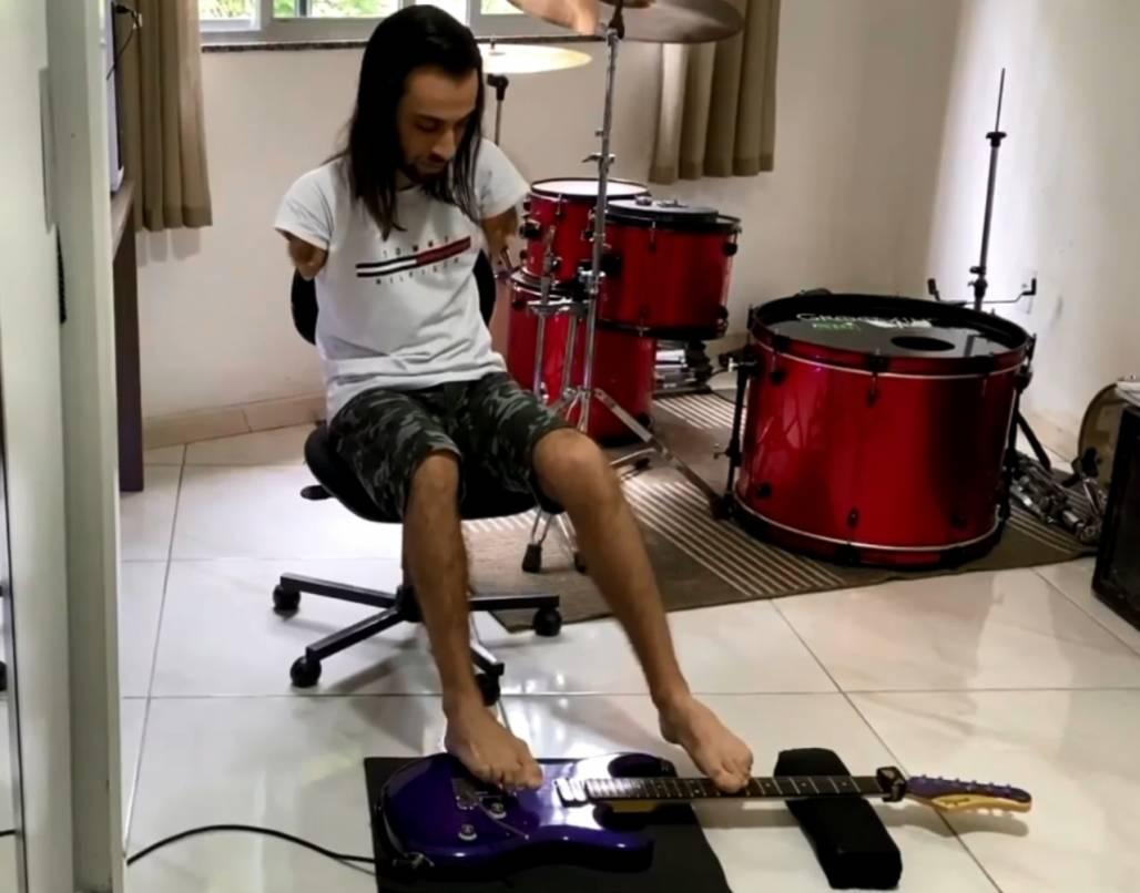 Guitarrista com os pés (Arquivo Pessoal)