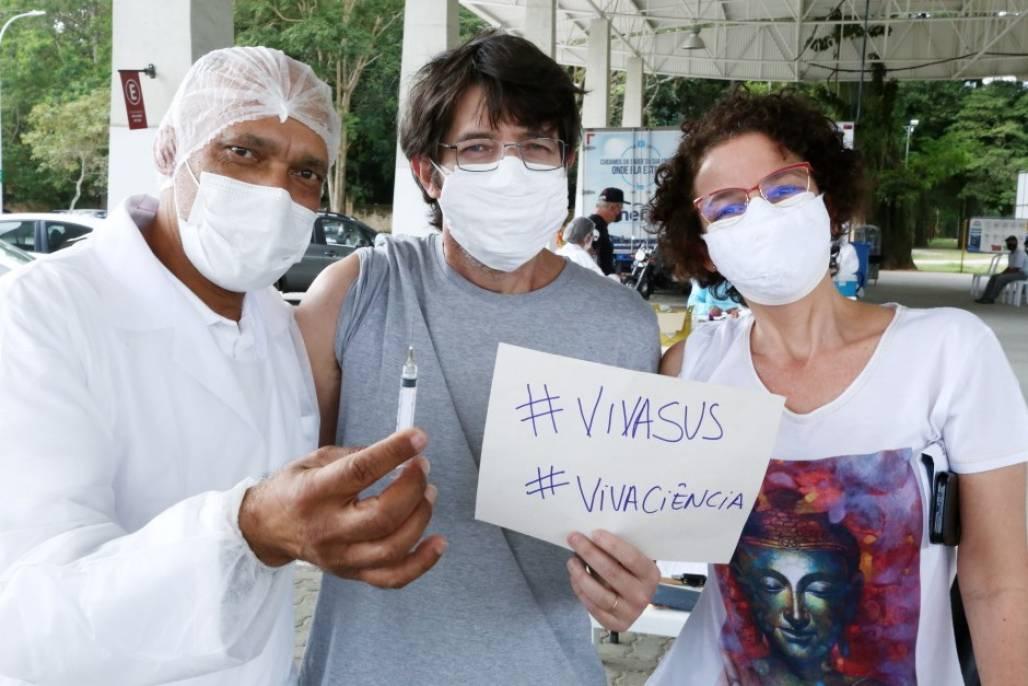 SJC comemora vacina na cidade  (Foto: Adenir Britto/ PMSJC)