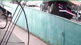 Caminhão desgovernado Aparecida