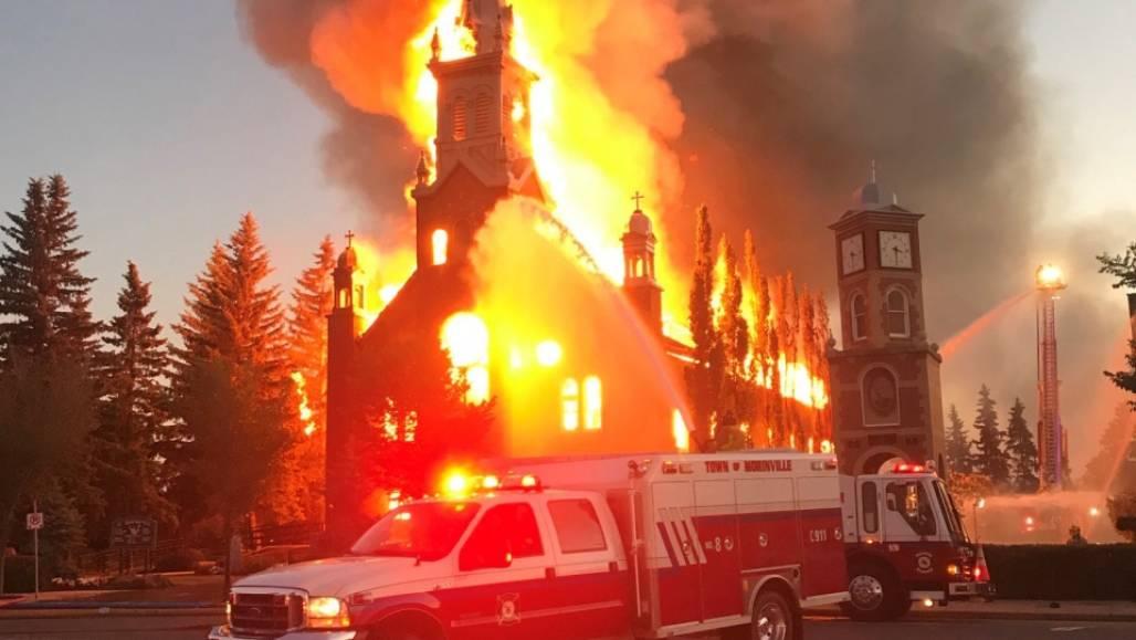fogo na igreja canada (Reprodução/The Canadian Press)