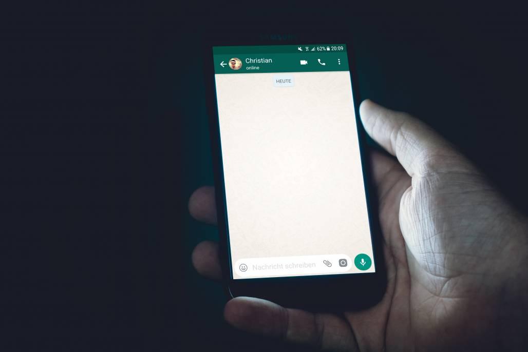 Celular/ WhatsApp (Unsplash)