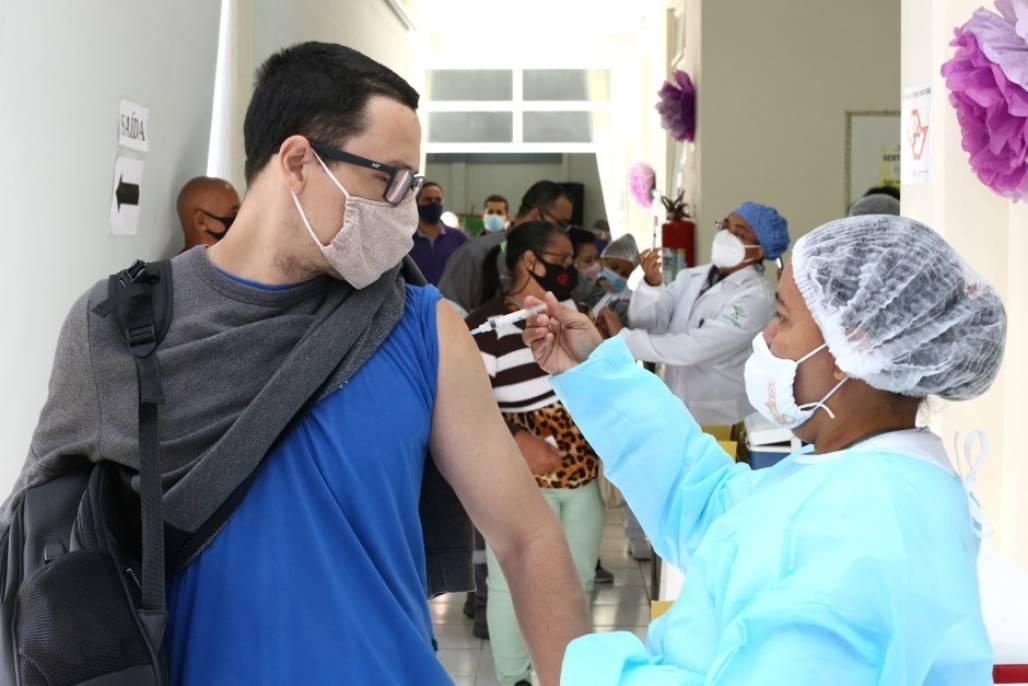 vacina sjc 1ª dose (Divulgação/Adenir Britto)