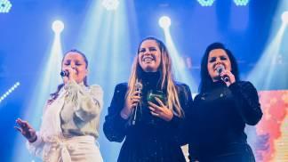 Após dois anos sem subir aos palcos, Marilia Mendonça se apresentou em São José dos Campos SP. De surpresa Maiara e Maraisa chegaram e cantaram juntas seu ultimo lançamento.-27