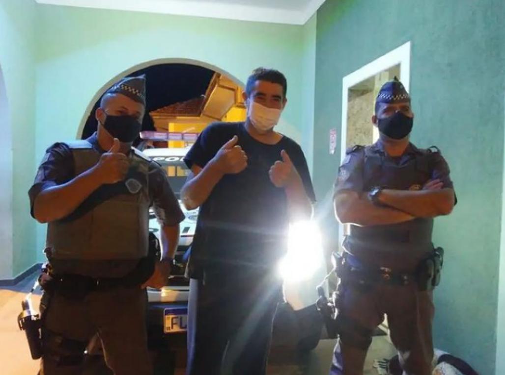 pm (Polícia Militar)