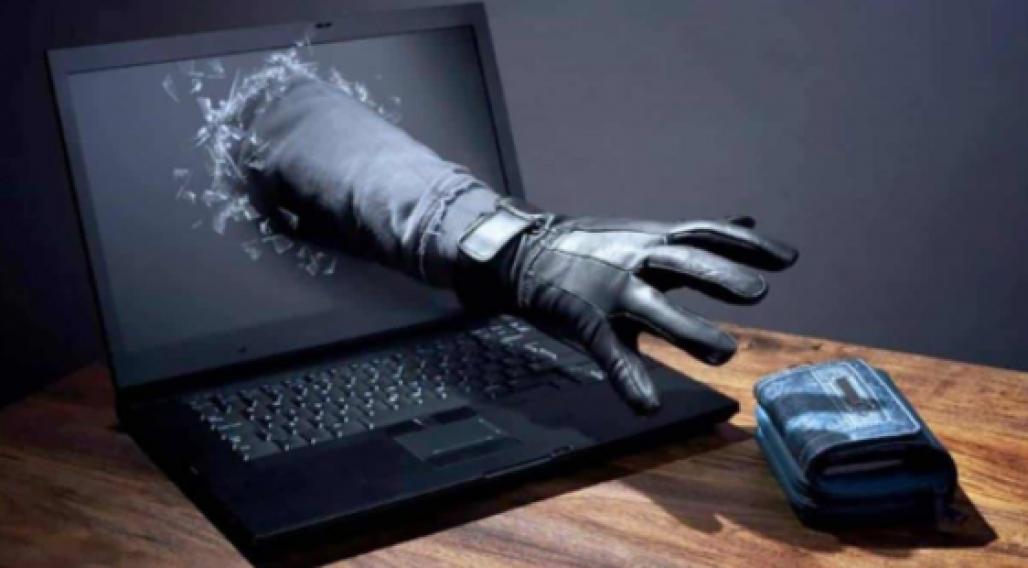 Computador, mão, carteira (Reprodução)