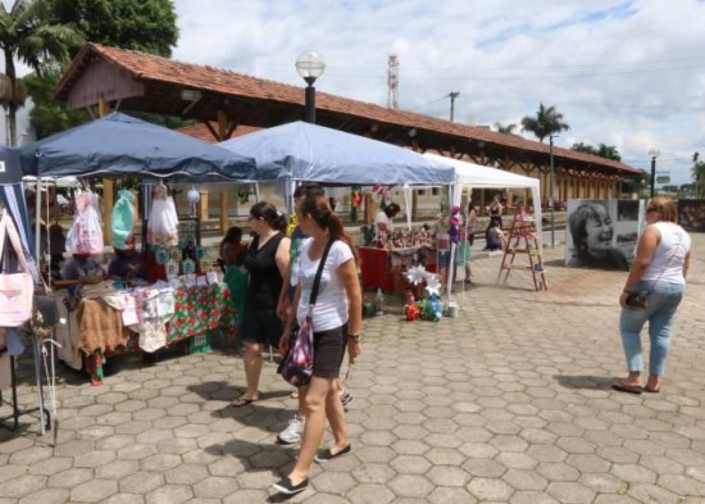 feira trilhos (Prefeitura de Jacareí)