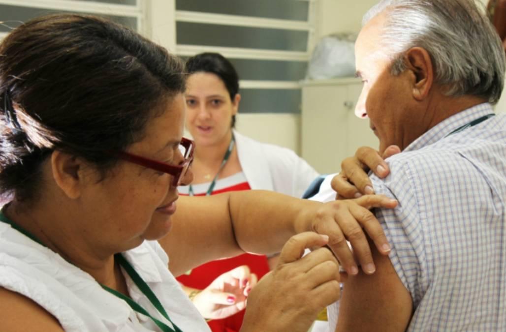 20151706_imunizacao_vacina_gripe_adenirbrittopmsjc